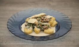 Selbst gemachte Gnocchi mit Gorgonzola-Spinat-Soße