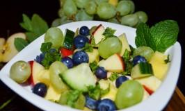 ananas-trauben-gurke-salat-2