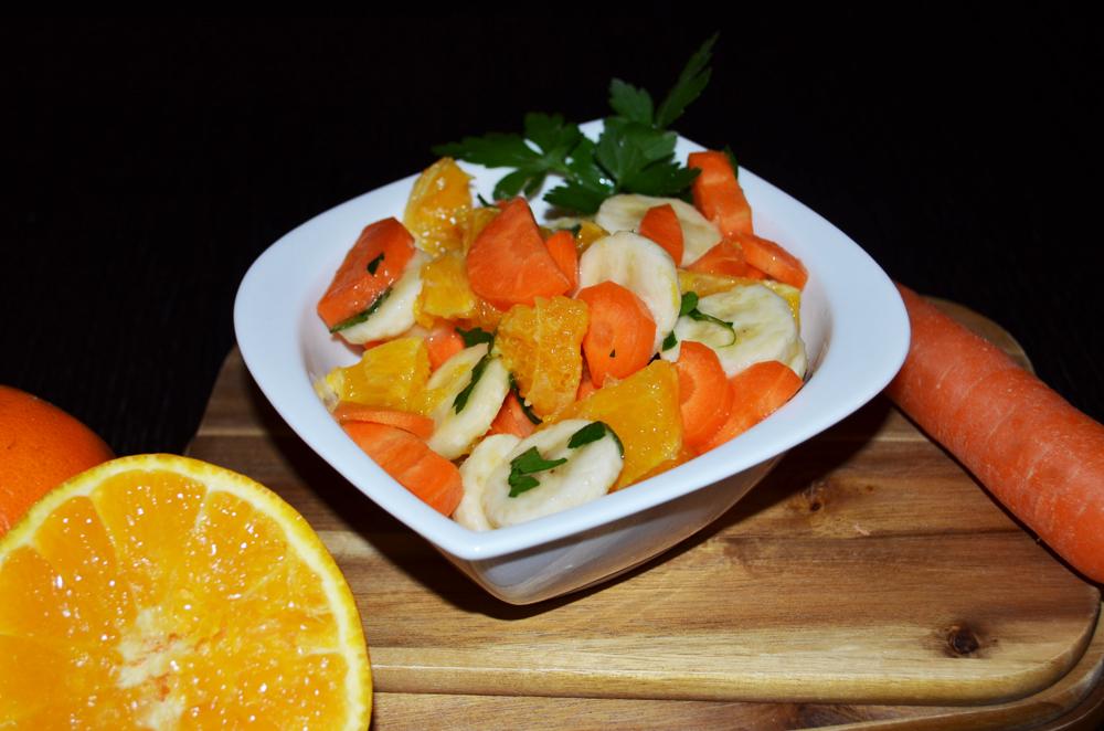 gem se obst salat orangen und bananen mit karotten und petersilie recipes simply delicious. Black Bedroom Furniture Sets. Home Design Ideas