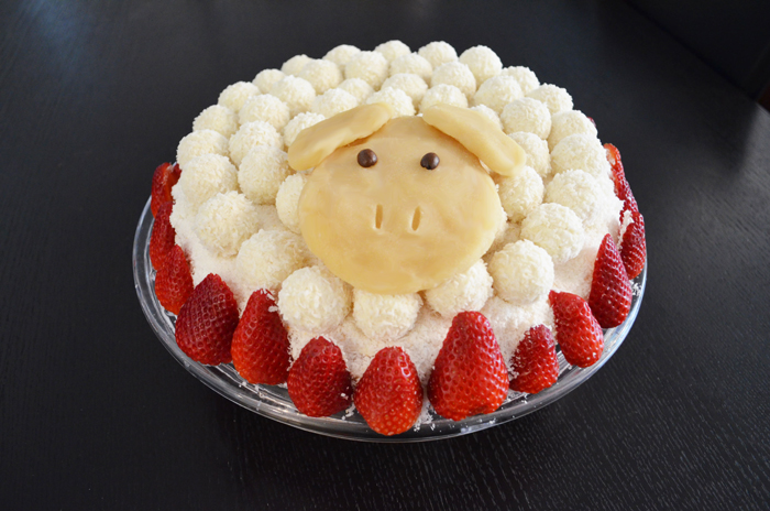Raffaello-Cake as cute Easter Lamb